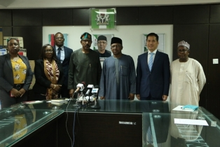 FG: Chinese Government Donates Items To Fight ...